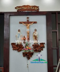 Bàn Thờ Chúa Trong Phòng Khách Bằng Gốc Cây Ha89