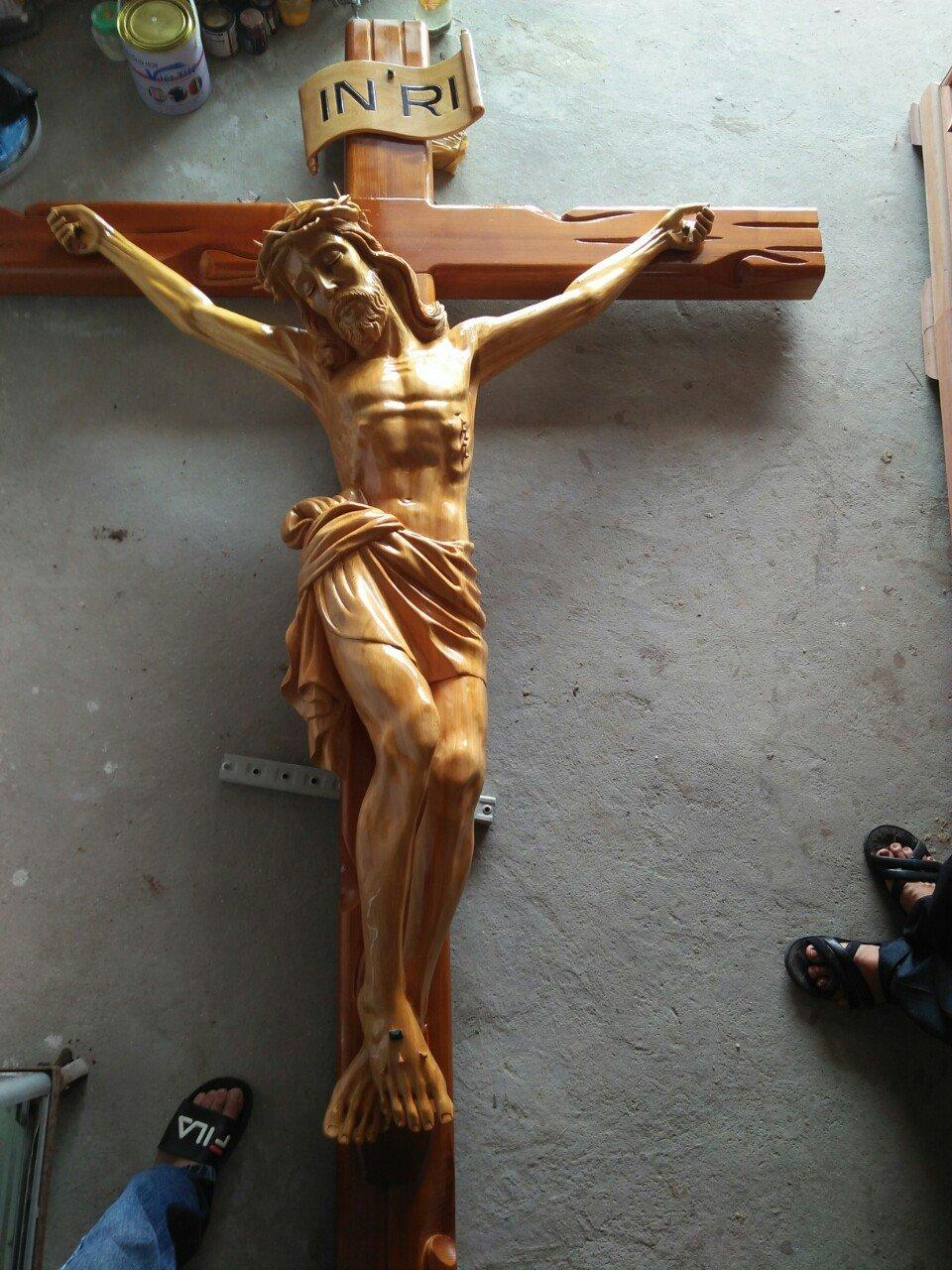 Tượng Chúa Chịu Nạn Bằng Gỗ Pơ Mu CN98